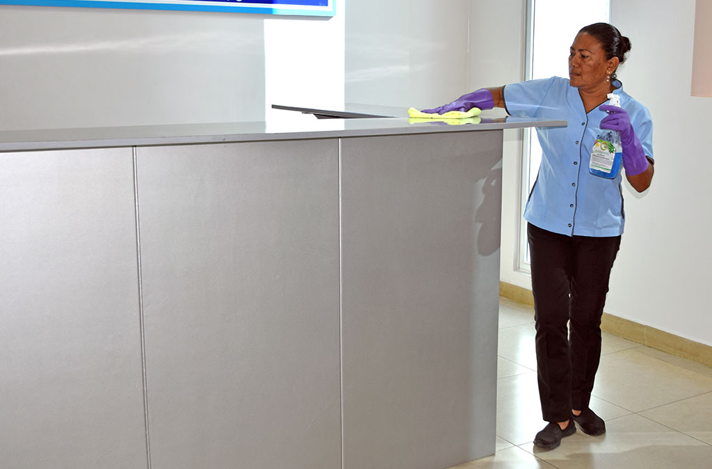 limpiando mostrador