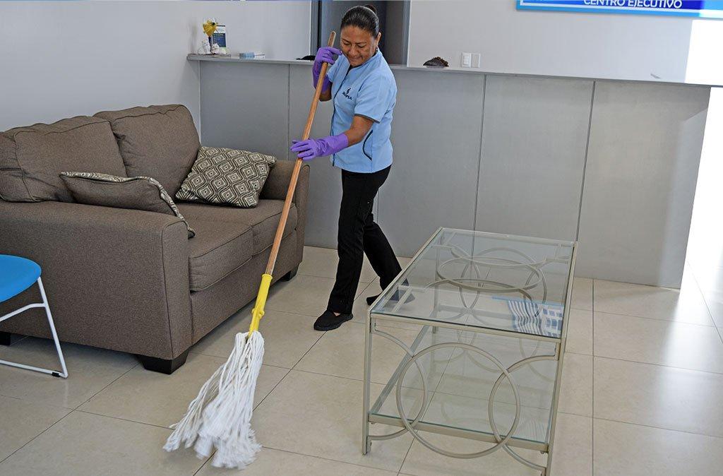 limpiando recepcion